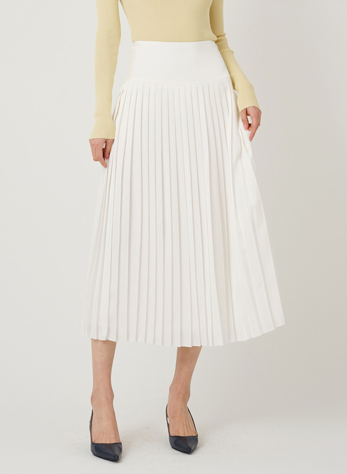 Sassy satin pleated skirt