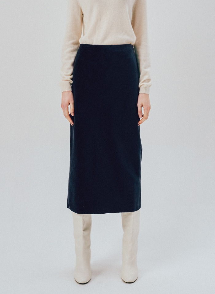 Slim corduroy skirt