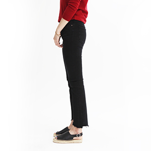 [60%SALE] Insider crop fray jean black