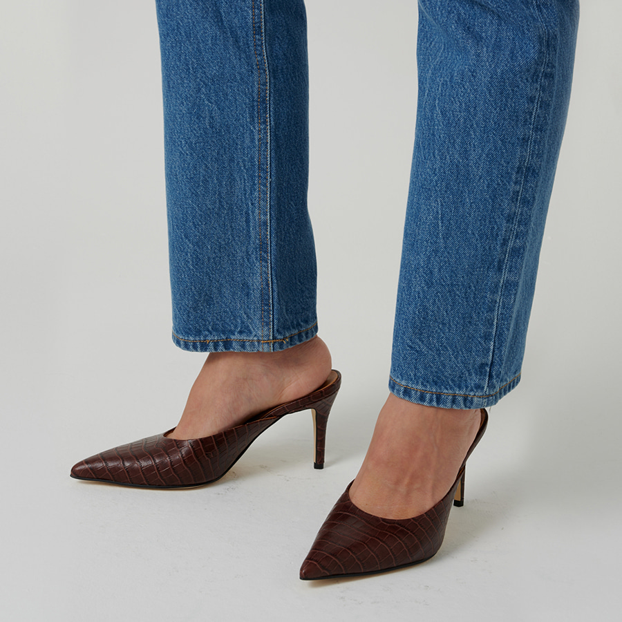 Crocodile-effect leather mules